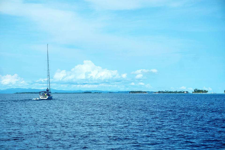 En velero por San Blas