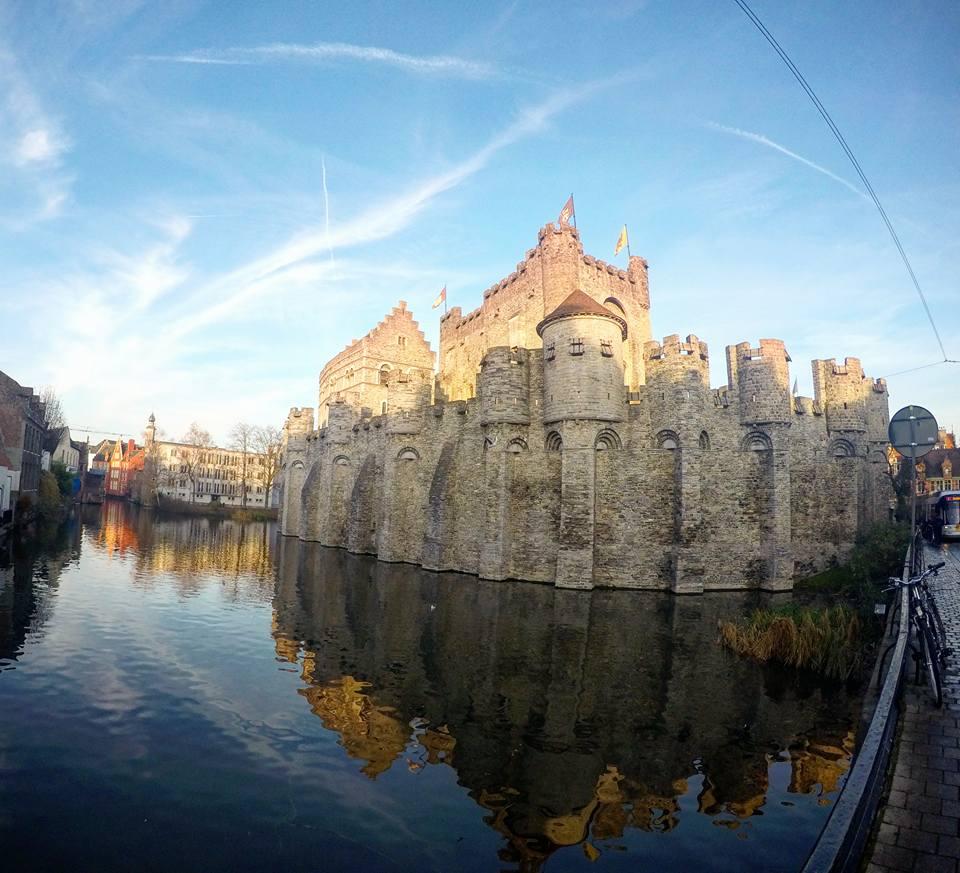 Palacio de los Condes de Gante, Gante en un día