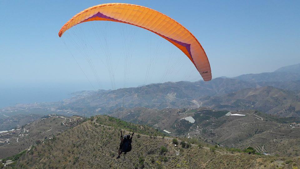 ¡Volando! Parapente en la costa de Granada