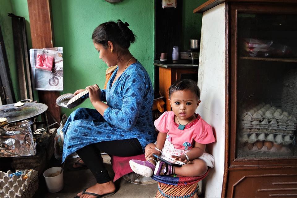 Niña en Bhaktapur, viajar a Nepal después del terremoto