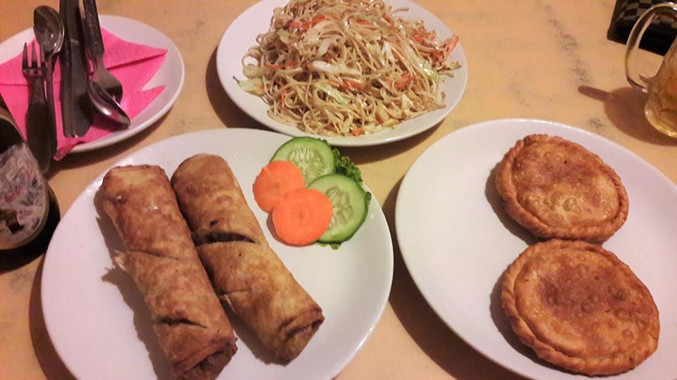 Rollitos de primavera y comida tibetana en el Yak, Katmandú