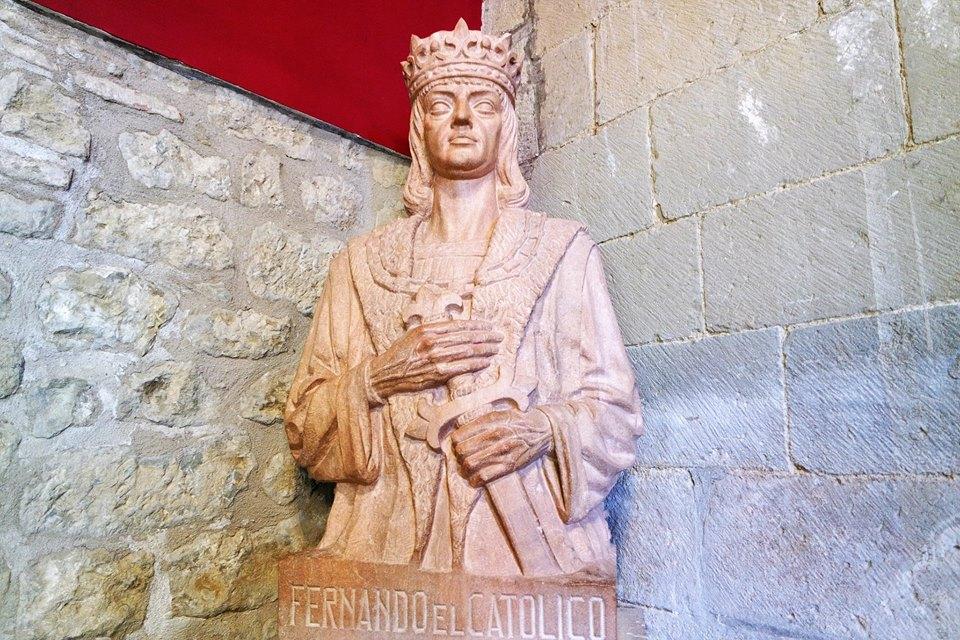 Busto de Fernando el Católico, palacio de Sada