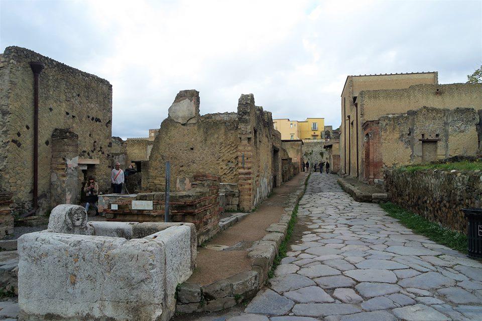 Visita a Herculano, Nápoles