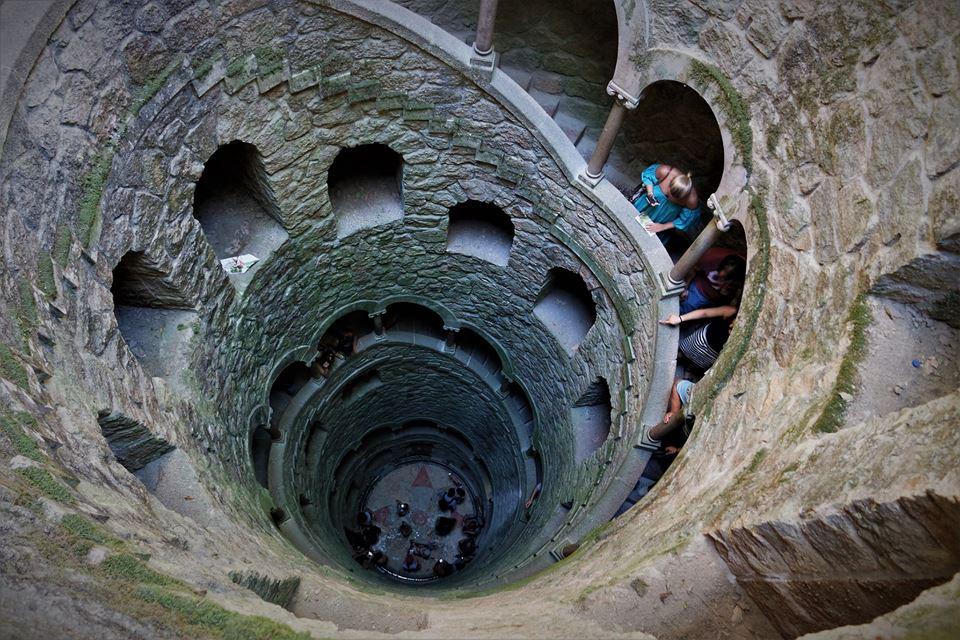 Pozo Iniciático, escaleras de caracol
