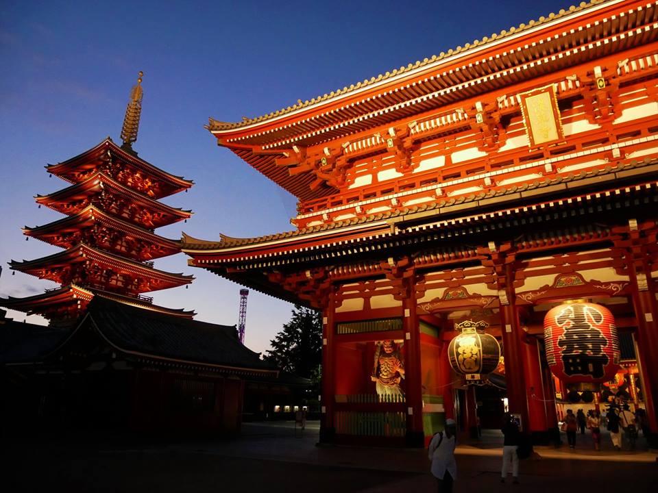 Templo Senso-ji de noche
