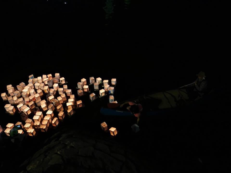 Farolillos en el río de Hiroshima