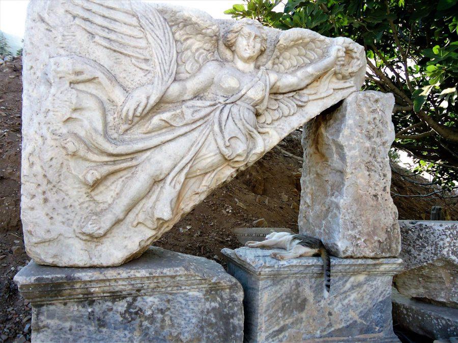 Diosa Victoria Nike, Éfeso