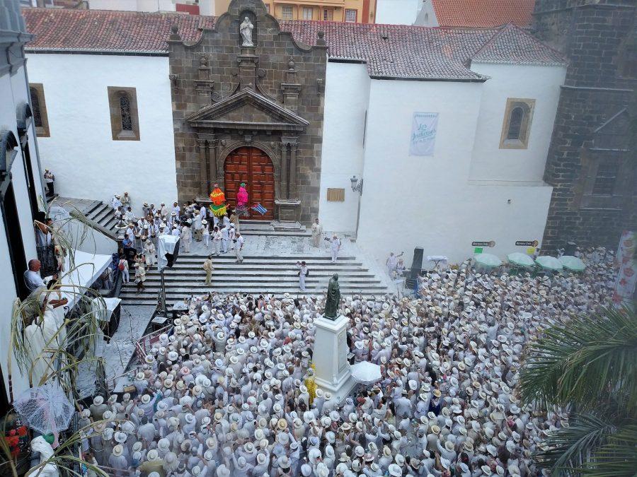 Aparición de la Negra Tomasa en la plaza de España