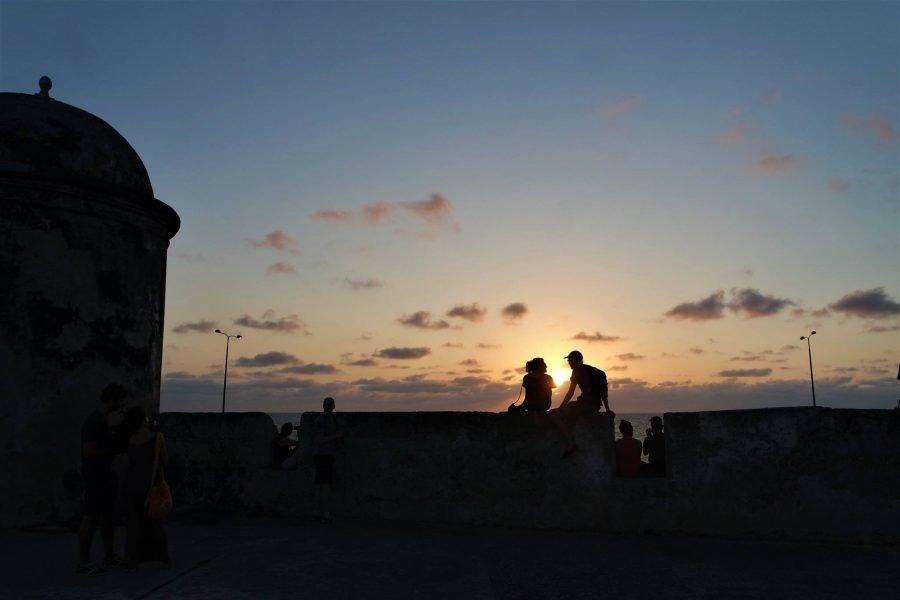 Atardecer en la muralla de Cartagena de Indias