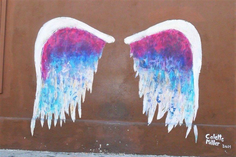 Graffiti de alas de Colette Miller en Beverly Hills