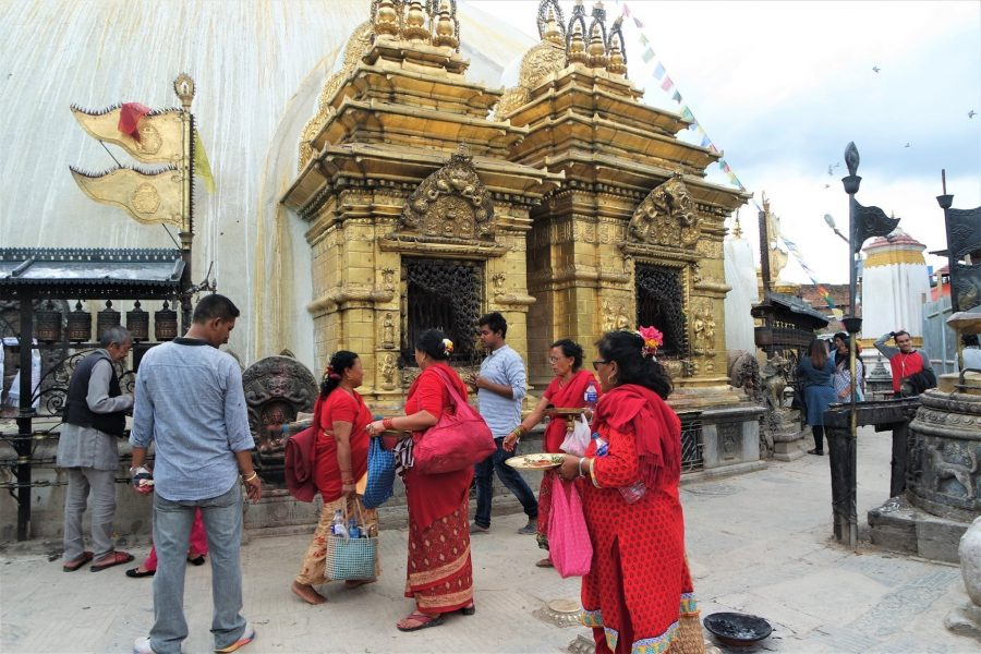 ofrendas en Katmandú, Templo de los Monos, ruta de 20 días por Nepal