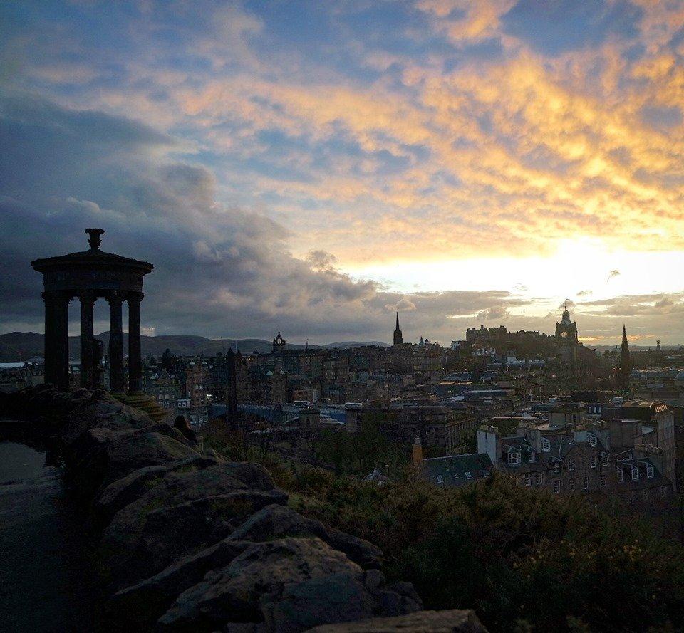 Atardecer en Calton Hill, 10 lugares que visitar en Escocia
