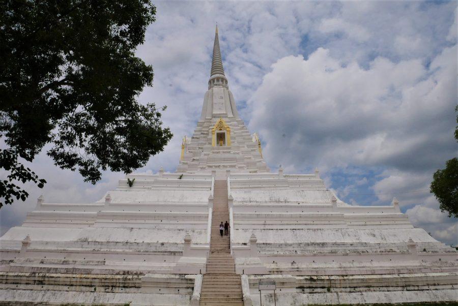 El monasterio de la Montaña Dorada en Ayutthaya