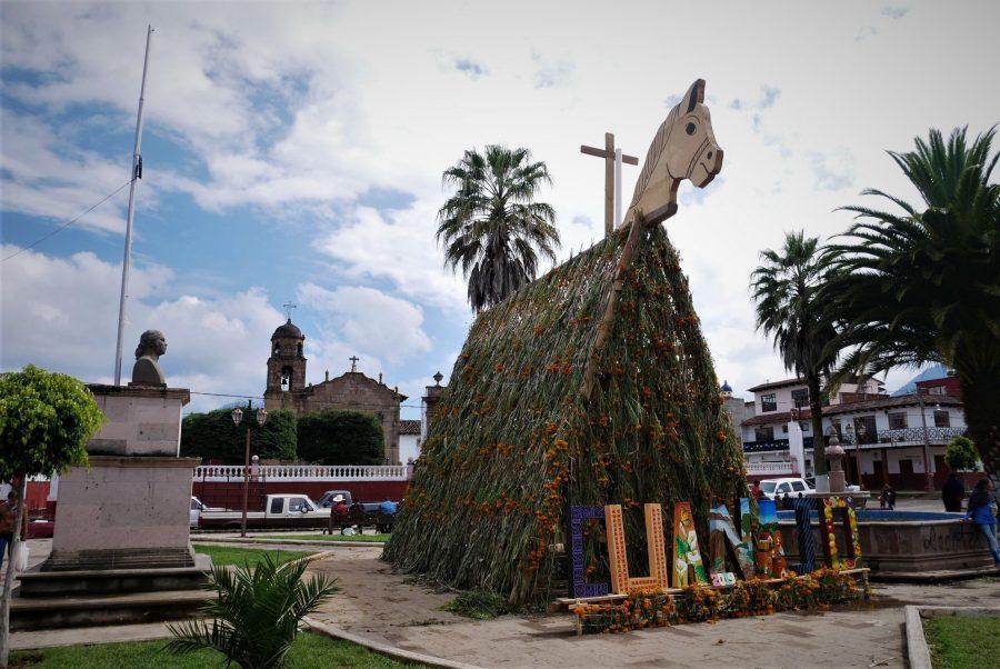 Cuanajo y el caballo enrosado en Michoacán