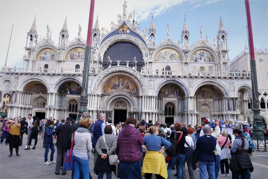 Turistas en San Marcos, viajar a Venecia