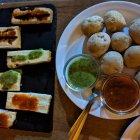 Queso asado y papas con mojo, comida típica canaria