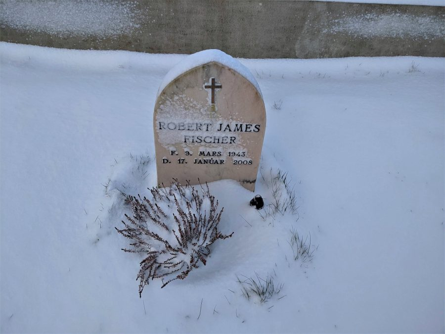 Tumba de Bobby Fisher en Islandia