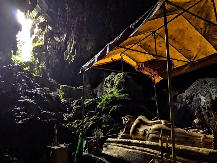 Buda Reclinado, cuevas de Vang Vieng