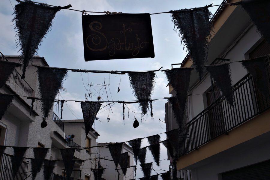 Decoración por la feria del Embrujo en Soportújar