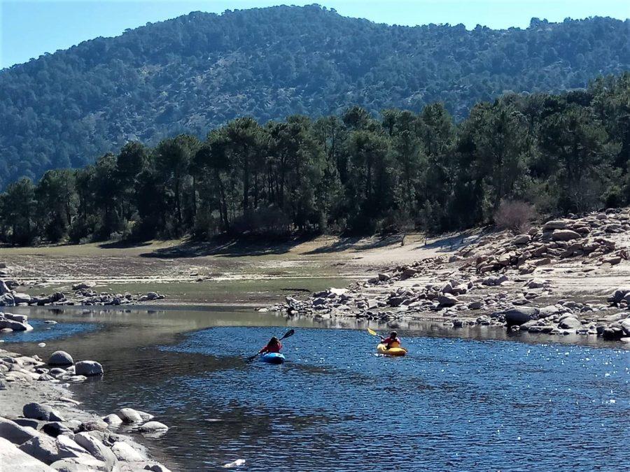Kayak en el río, qué hacer en Navaluenga, Gredos