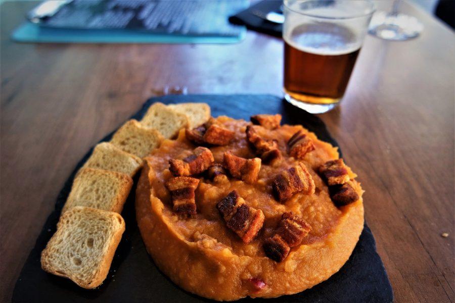 De tapas en Ávila, patatas revolconas