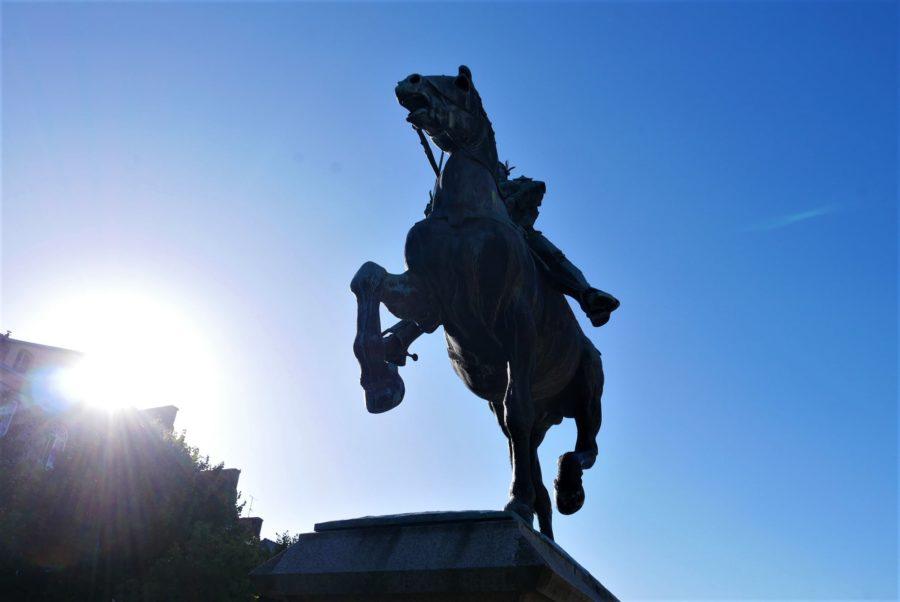 Bertrand du Guesclin, estatua ecuestre, qué ver en Dinan