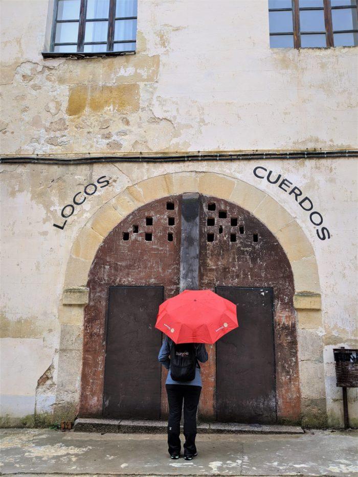 Puerta del antiguo hospicio de Oña
