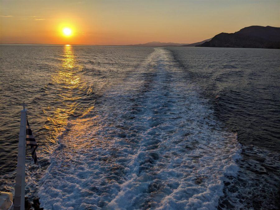 Atardecer en el ferry, islas griegas