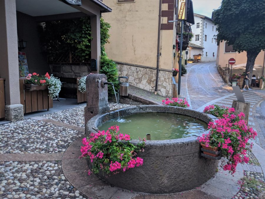Fuentes de Tesero, un típico pueblo de los Dolomitas
