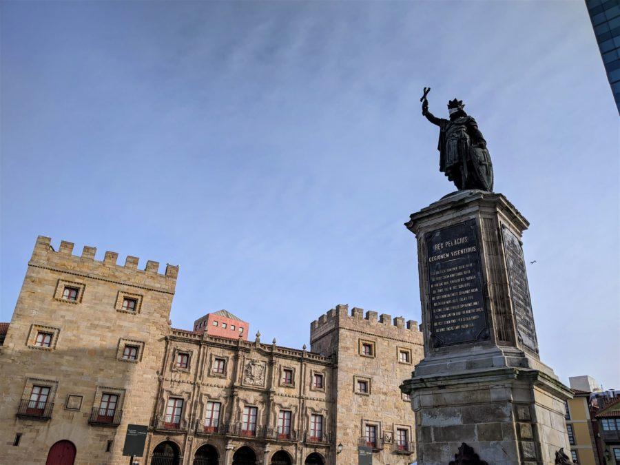 Don Pelayo, icono de la Edad Media asturiana