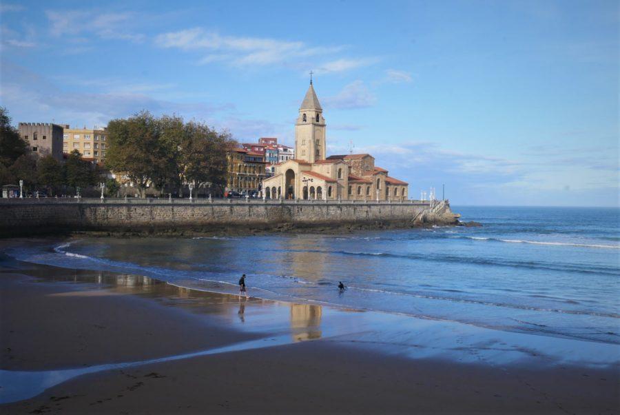 Playa de San Lorenzo, lugares que visitar en Gijón