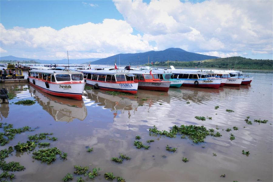 Barcas en el lago de Pátzcuaro, isla de Janitzio