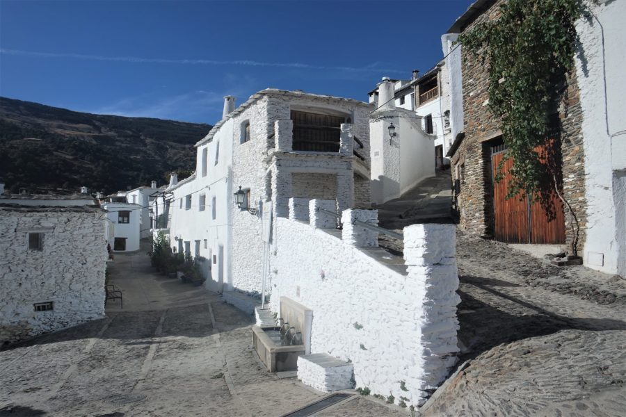 Calles de Capileira, pueblos más bonitos que ver en la Alpujarra granadina