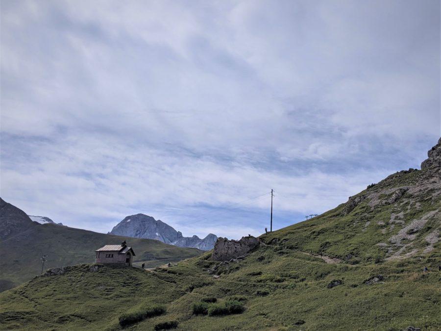 Ermita donde comienza el trekking al mirador de la Marmolada Dolomitas