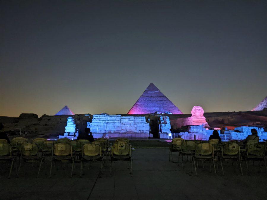 Espectáculo nocturno en las pirámides de Egipto