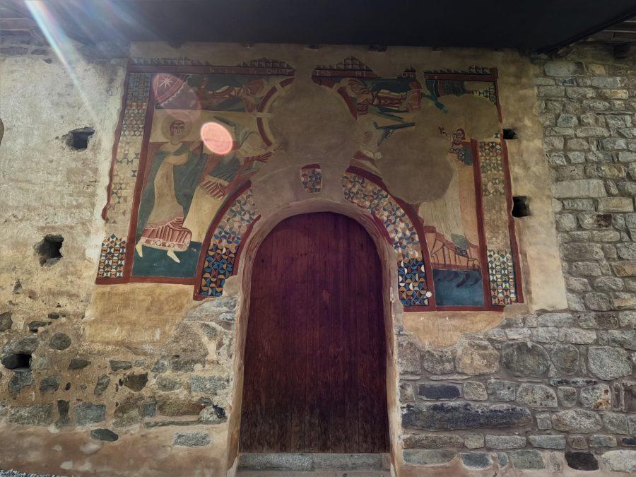 Puerta con murales, Sant Joan de Boì
