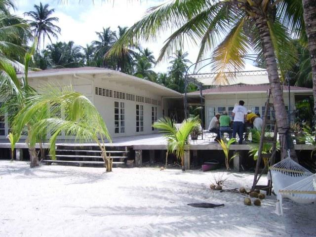 Varios de los 35 islotes que comprenden Cayos Perla ofrecen comodidades para los turistas. Foto | Sergio León | La Costeñísima