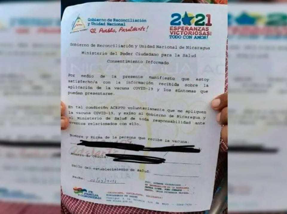 """Las personas que deseen vacunarse deben firmar el """"consentimiento informado"""". Cortesía"""