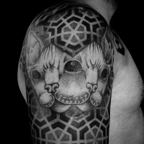 Tatouage chat sphinx pattern fait par Julien
