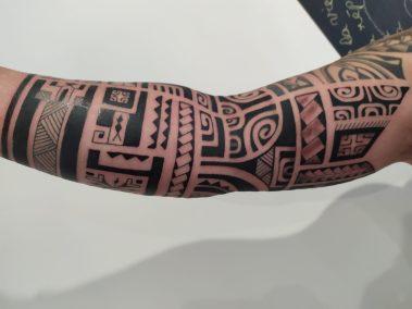 tatouage polynésien bras fait par Kisio