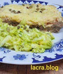 Placinta keto de carne cu salata de varza