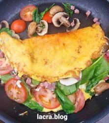 Omleta crocanta low carb cu curcan și ciuperci