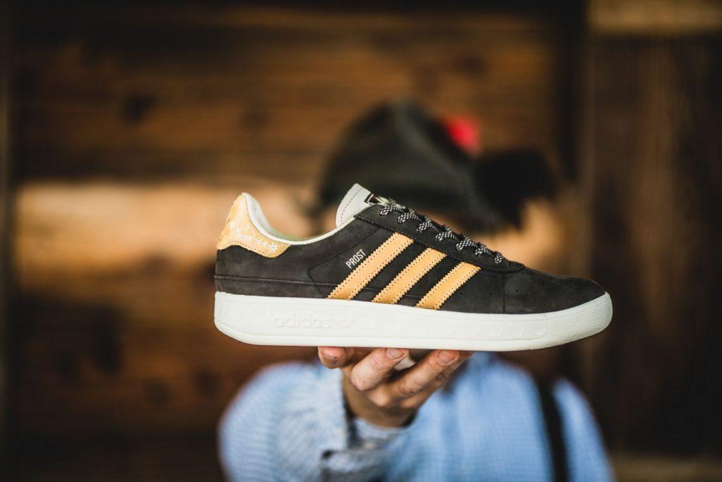 21566e53 Adidas lanza unas zapatillas resistentes a la cerveza y al vómito ...