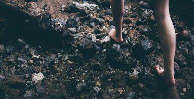 soñar con descalzo