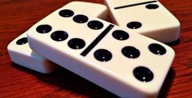soñar con dominó