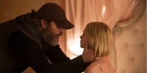 Joe ha de salvar a una niña de sus secuestradores en EN REALIDAD, NUNCA ESTUVISTE AQUÍ