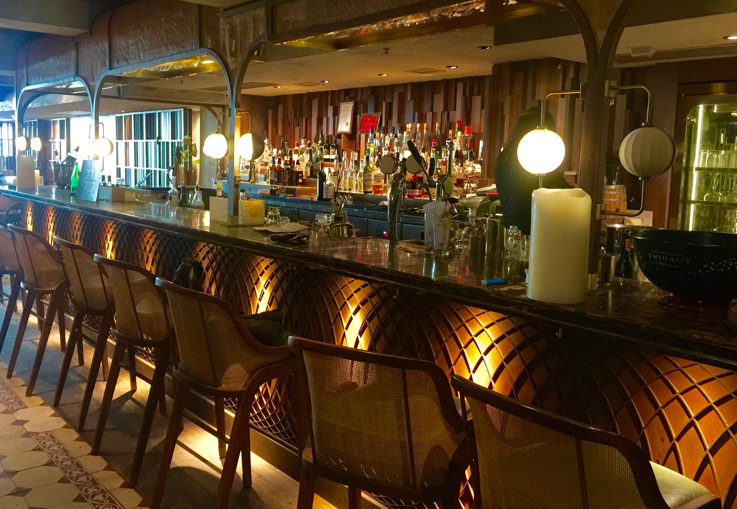 Wyndham Street-fitted bar & restaurant for lease