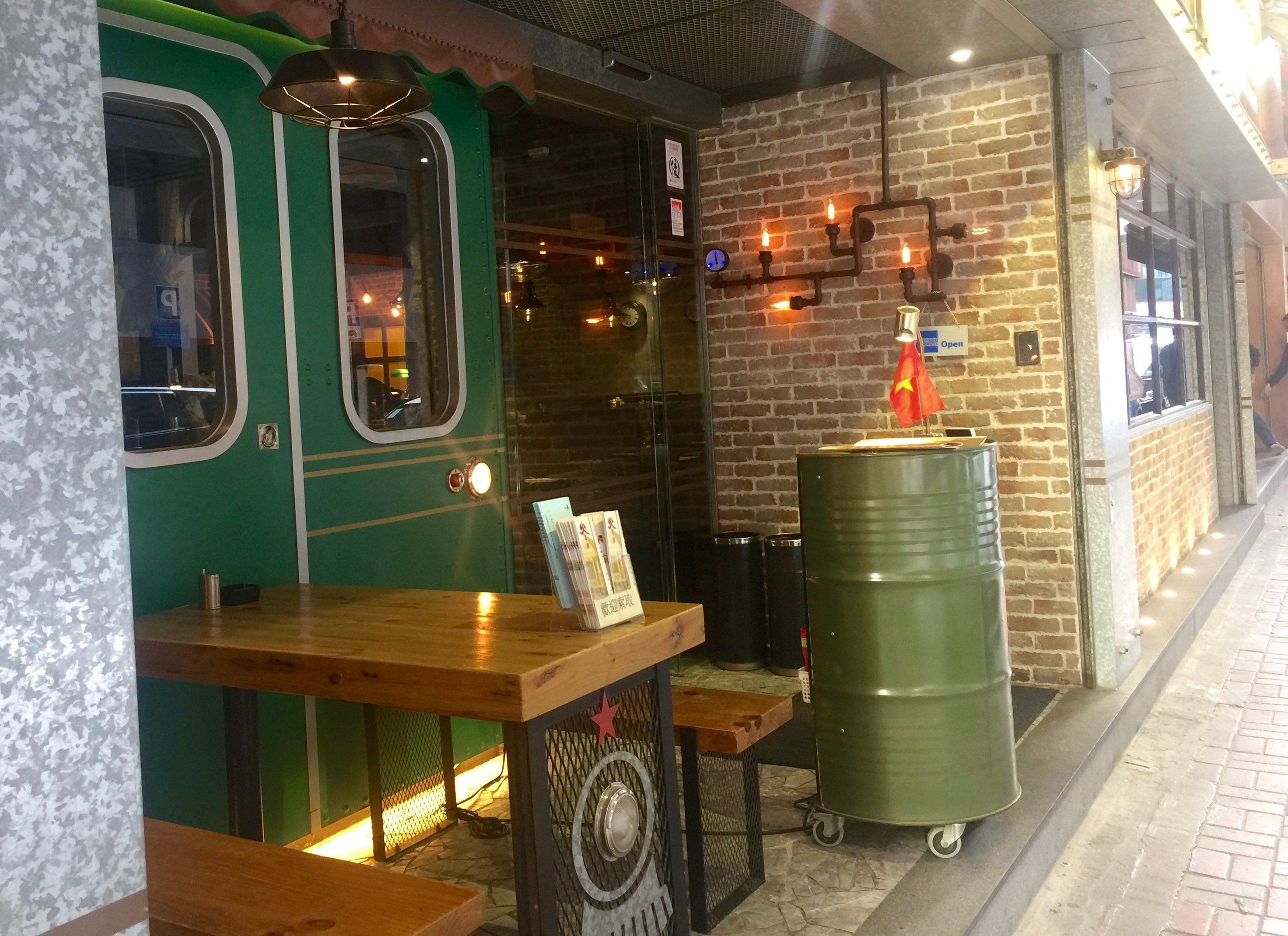 Wan Chai Wide frontage F&B Shop for Lease