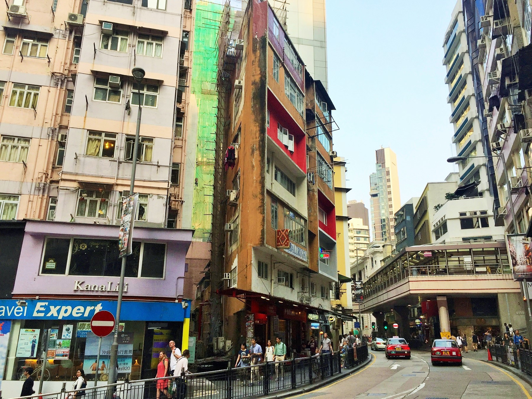 High traffic FB shop lease on Hollywood Road Central