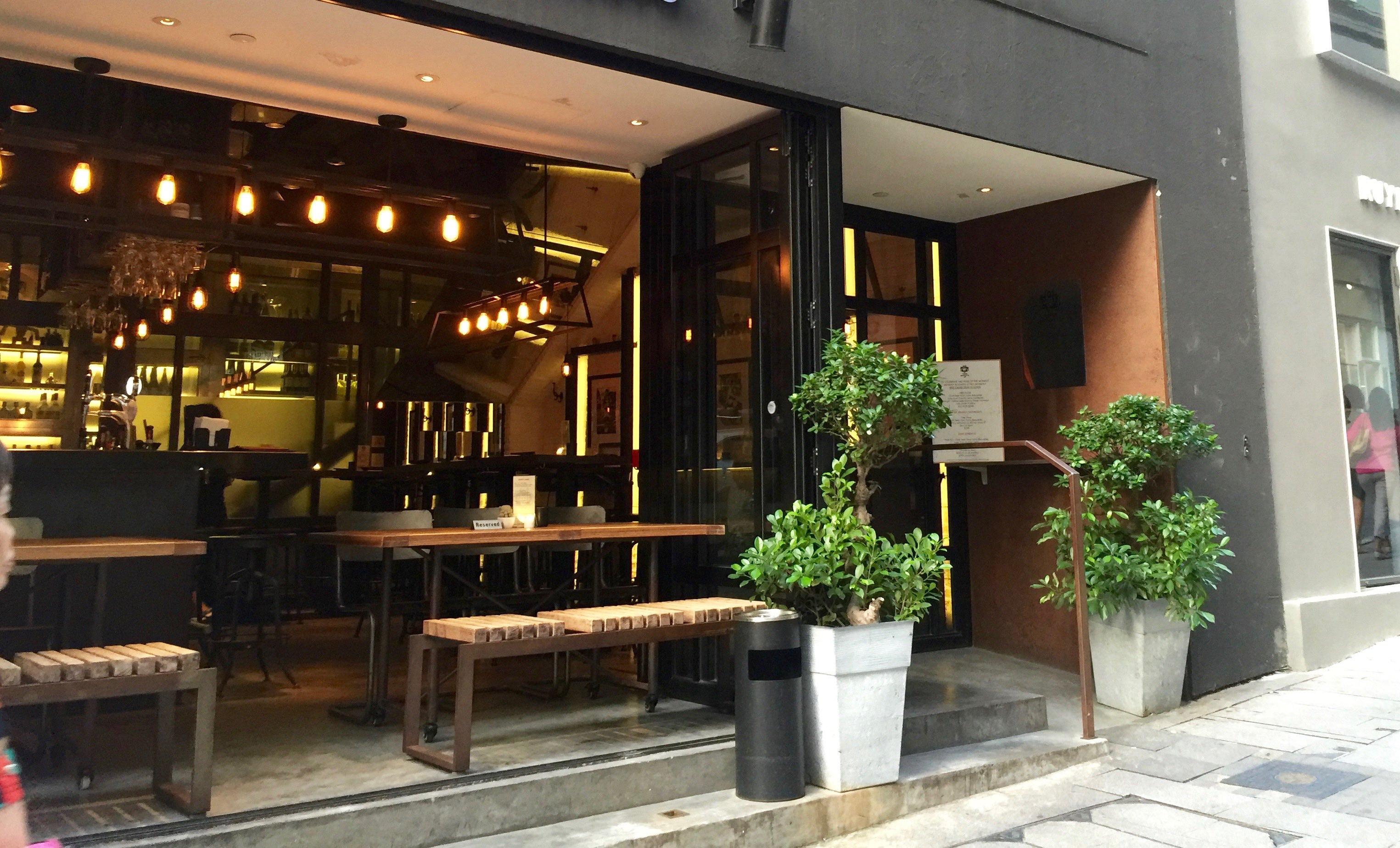 Hollywood Road wide frontage F&B shop Lease Hong Kong